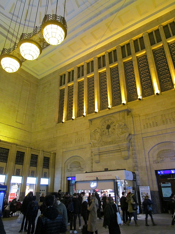 http://www.bahnreiseberichte.de/078-Montreux-Vevey-Riviera/78-55Lausanne-Bahnhof-innen.JPG