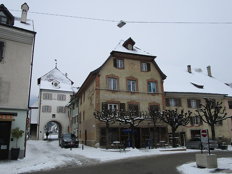http://www.bahnreiseberichte.de/086-Jura-Ligne-Horlogers/86-14Delemont-Porte-au-Loup.JPG