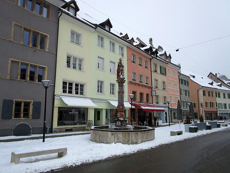 http://www.bahnreiseberichte.de/086-Jura-Ligne-Horlogers/86-15Delemont-Fontaine-Saint-Maurice.JPG
