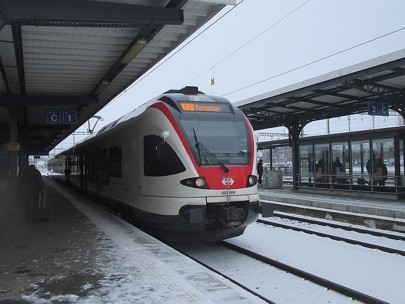 http://www.bahnreiseberichte.de/086-Jura-Ligne-Horlogers/86-18Delemont-Flirt-S3.JPG