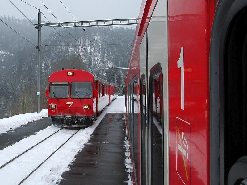 http://www.bahnreiseberichte.de/086-Jura-Ligne-Horlogers/86-25CJ-Kreuzung-Bollement.JPG