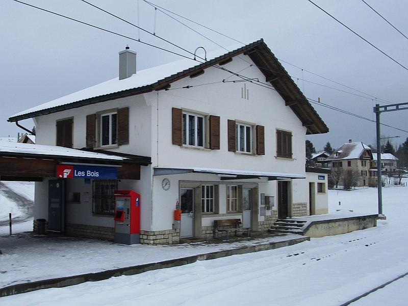 http://www.bahnreiseberichte.de/086-Jura-Ligne-Horlogers/86-29Bahnhof-Les-Bois.JPG