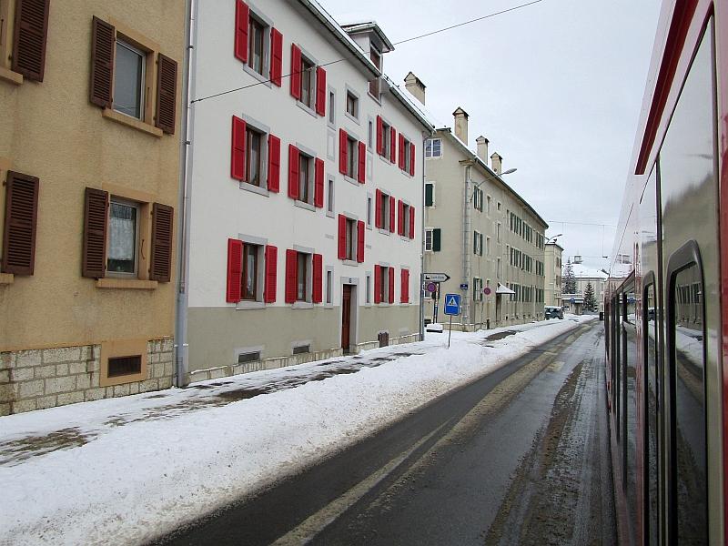 http://www.bahnreiseberichte.de/086-Jura-Ligne-Horlogers/86-36Fahrt-La-Chaux-de-Fonds.JPG