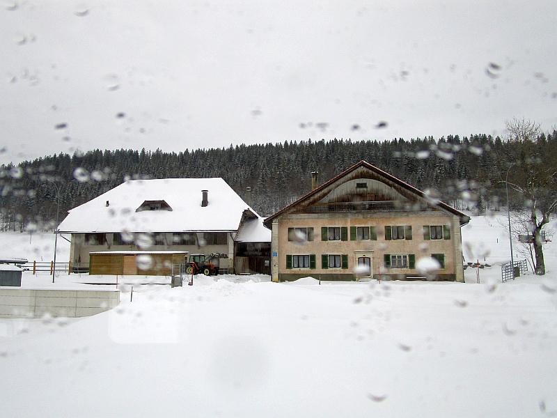 http://www.bahnreiseberichte.de/086-Jura-Ligne-Horlogers/86-39Fahrt-Vallee-des-Ponts.JPG