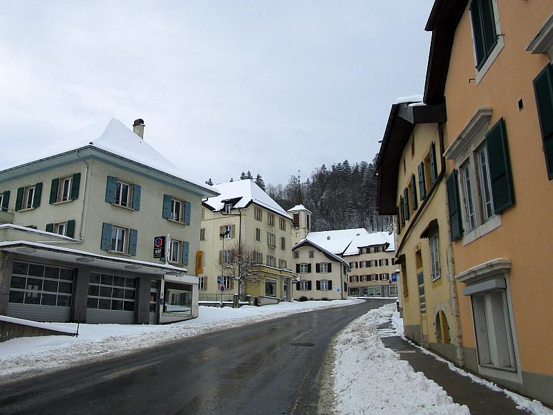 http://www.bahnreiseberichte.de/086-Jura-Ligne-Horlogers/86-44LesPonts-de-Martel.JPG