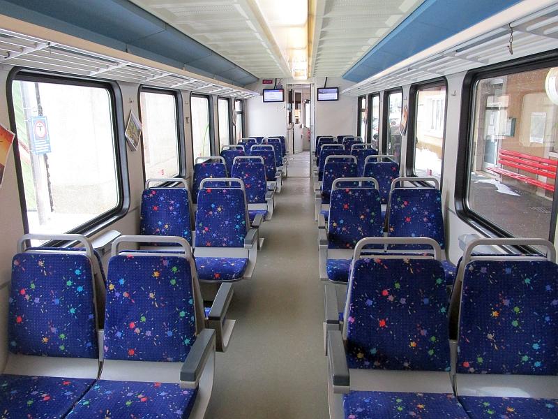 http://www.bahnreiseberichte.de/086-Jura-Ligne-Horlogers/86-48TRN-BDe44-8-innen.JPG