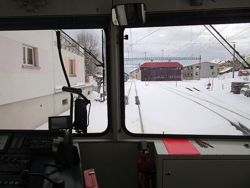 http://www.bahnreiseberichte.de/086-Jura-Ligne-Horlogers/86-49LesPonts-de-Martel-Ausfahrt.JPG