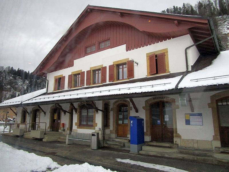 http://www.bahnreiseberichte.de/086-Jura-Ligne-Horlogers/86-58Col-des-Roches-Bahnhof.JPG