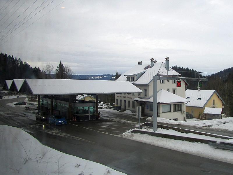 http://www.bahnreiseberichte.de/086-Jura-Ligne-Horlogers/86-59Fahrt-Grenze-Le-Locle.JPG