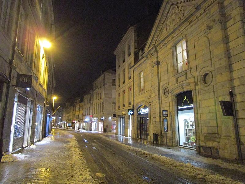 http://www.bahnreiseberichte.de/086-Jura-Ligne-Horlogers/86-67Besancon-Altstadt.JPG