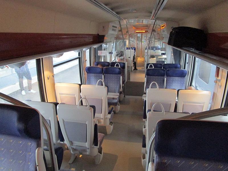 http://www.bahnreiseberichte.de/086-Jura-Ligne-Horlogers/86-78SNCF-X76500-innen.JPG
