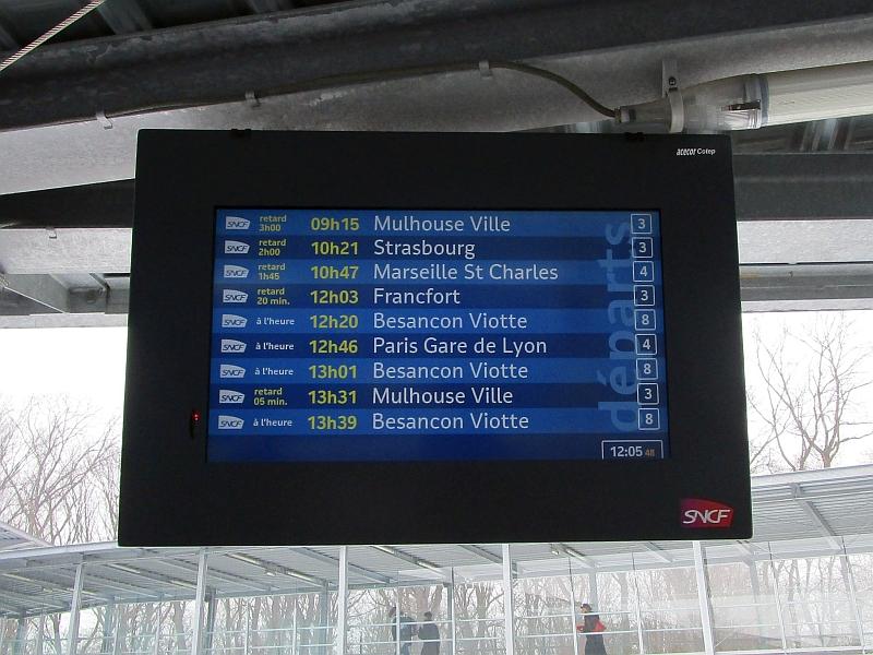 http://www.bahnreiseberichte.de/086-Jura-Ligne-Horlogers/86-82Besancon-Abfahrtsmonitor.JPG