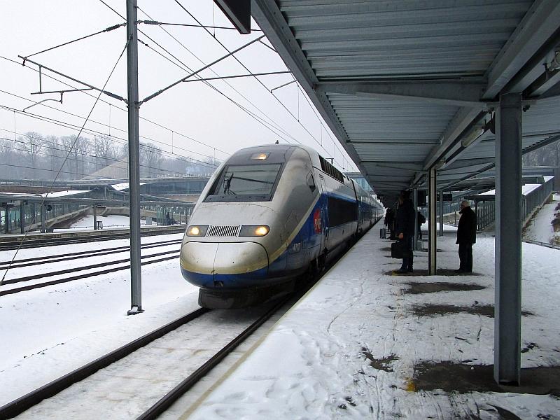 http://www.bahnreiseberichte.de/086-Jura-Ligne-Horlogers/86-83Besancon-Einfahrt-TGV.JPG