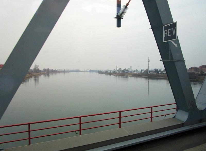 http://www.bahnreiseberichte.de/086-Jura-Ligne-Horlogers/86-92Fahrt-Rhein-Kehl.JPG