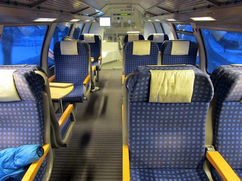 http://www.bahnreiseberichte.de/086-Jura-Ligne-Horlogers/86-95SWB-Dosto-1Klasse.JPG