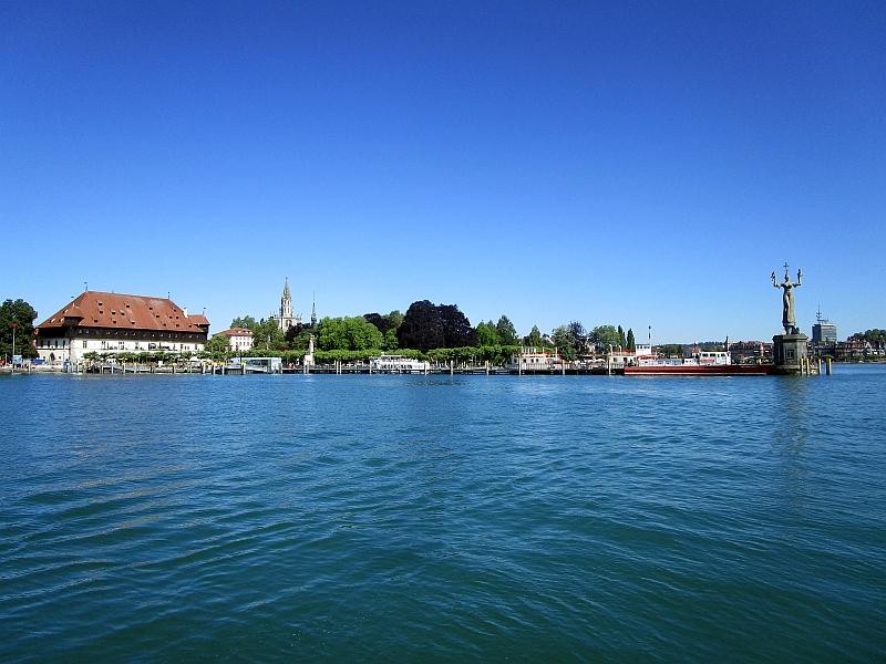 http://www.bahnreiseberichte.de/089-Kinzigtal/89-09Wasserbus-Hafen.JPG