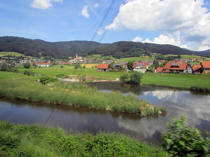 http://www.bahnreiseberichte.de/089-Kinzigtal/89-16Fahrt-Kinzig.JPG