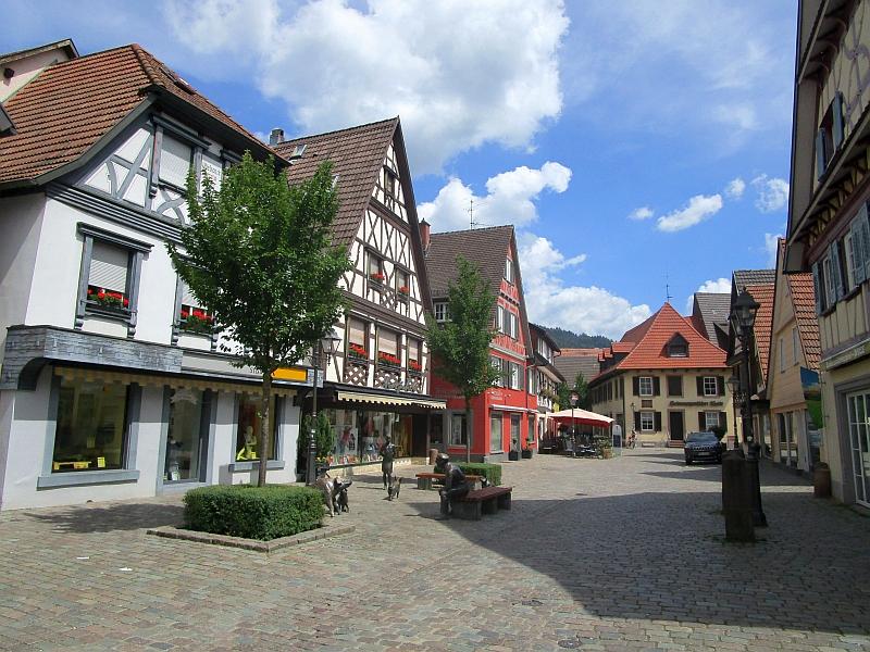 http://www.bahnreiseberichte.de/089-Kinzigtal/89-17Haslach-Altstadt.JPG