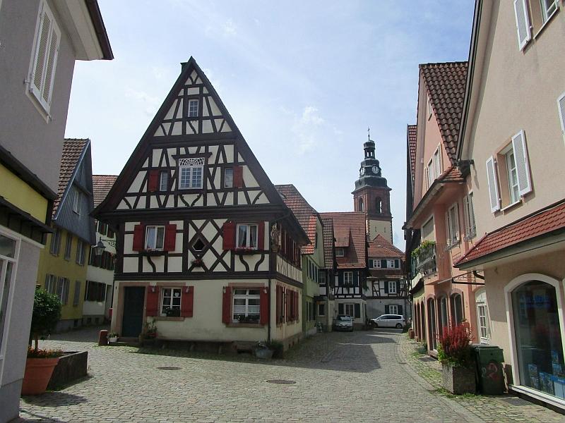 http://www.bahnreiseberichte.de/089-Kinzigtal/89-19Haslach-Altstadt-Arbogast.JPG