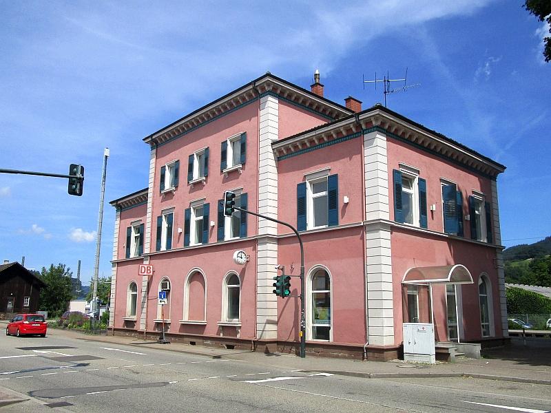 http://www.bahnreiseberichte.de/089-Kinzigtal/89-21Haslach-Bahnhof.JPG