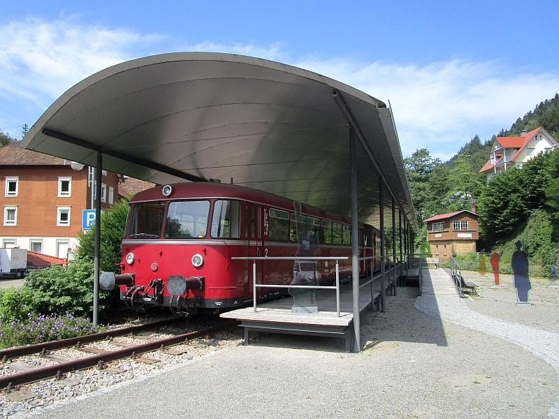 http://www.bahnreiseberichte.de/089-Kinzigtal/89-26Schiltach-Bahnpunkt.JPG