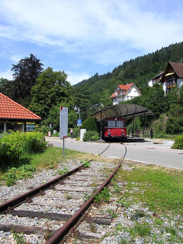 http://www.bahnreiseberichte.de/089-Kinzigtal/89-42Schiltach-Bahnpunkt.JPG