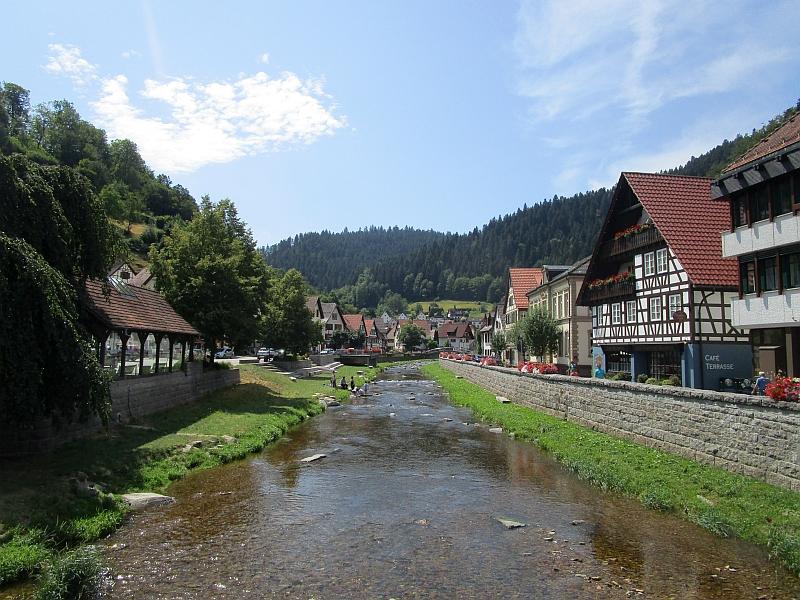 http://www.bahnreiseberichte.de/089-Kinzigtal/89-46Schiltach-Schiltach.JPG