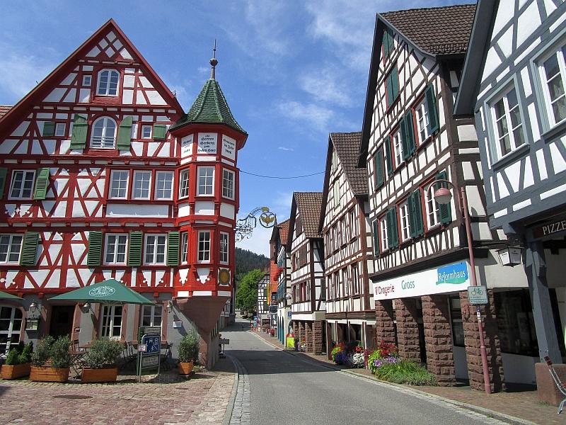http://www.bahnreiseberichte.de/089-Kinzigtal/89-47Schiltach-Altstadt.JPG