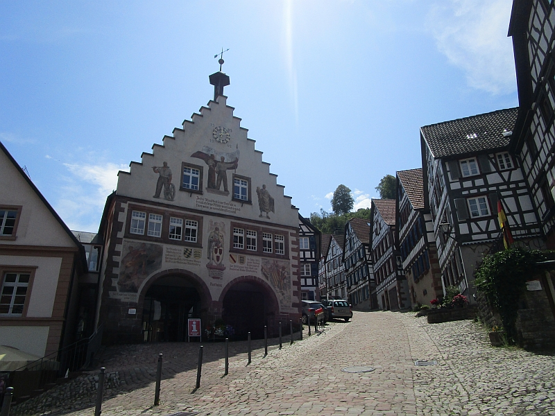 http://www.bahnreiseberichte.de/089-Kinzigtal/89-49Schiltach-Rathaus.JPG