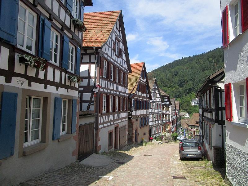 http://www.bahnreiseberichte.de/089-Kinzigtal/89-50Schiltach-Schlossbergstrasse.JPG