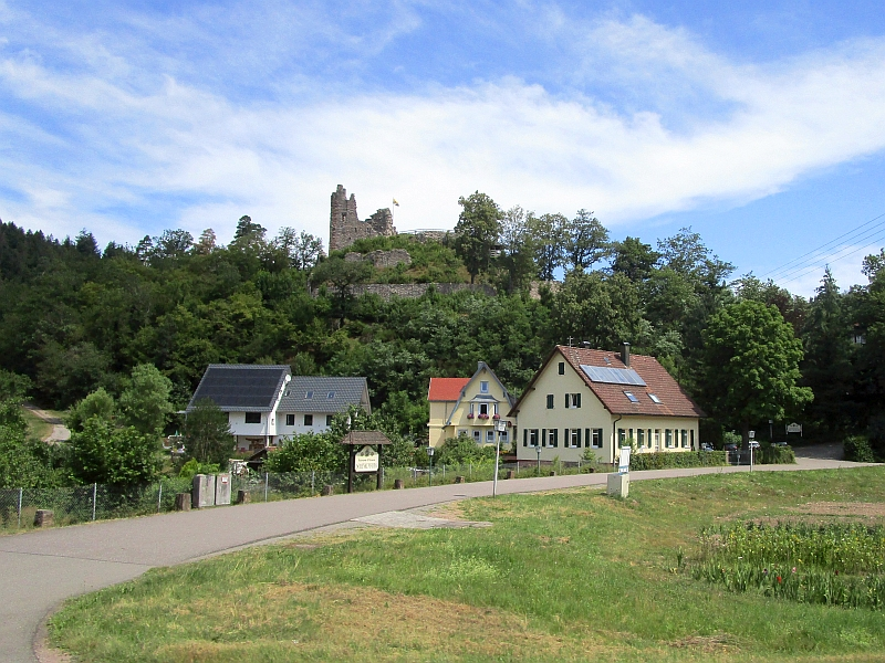http://www.bahnreiseberichte.de/089-Kinzigtal/89-55Fahrt-Ruine-Schenkenburg.JPG