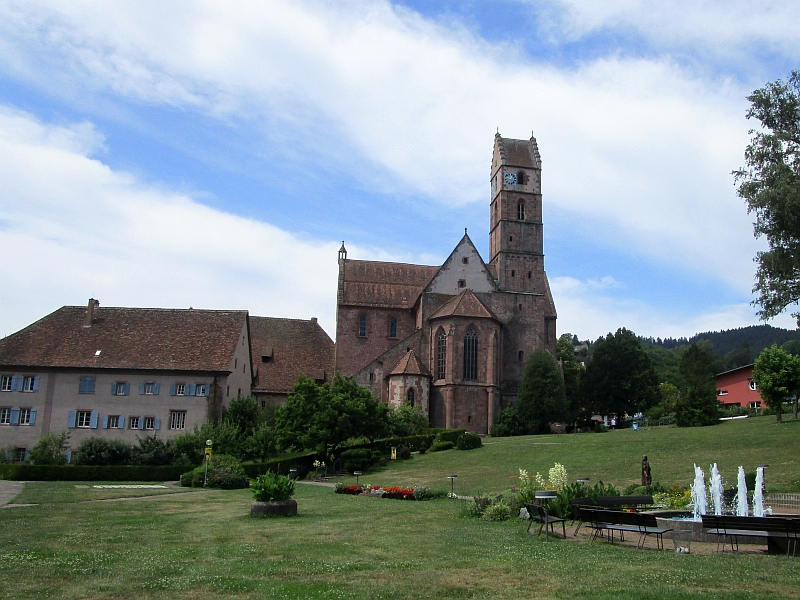 http://www.bahnreiseberichte.de/089-Kinzigtal/89-58Alpirsbach-Klosterkirche.JPG