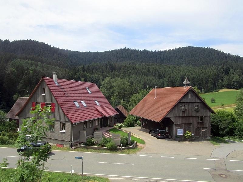 http://www.bahnreiseberichte.de/089-Kinzigtal/89-62Fahrt-Alpirsbach-Freudenstadt.JPG