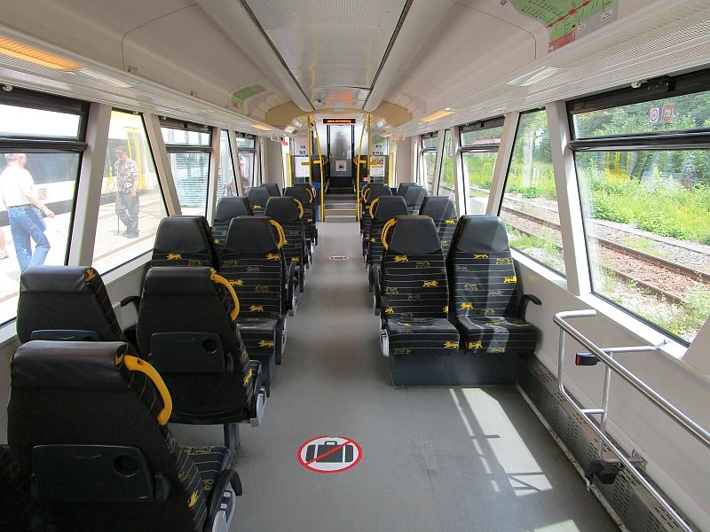 http://www.bahnreiseberichte.de/089-Kinzigtal/89-64OSB-Regioshuttle-innen.JPG