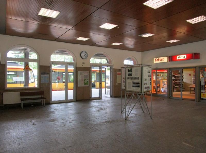 http://www.bahnreiseberichte.de/089-Kinzigtal/89-65Freudenstadt-Hbf-innen.JPG
