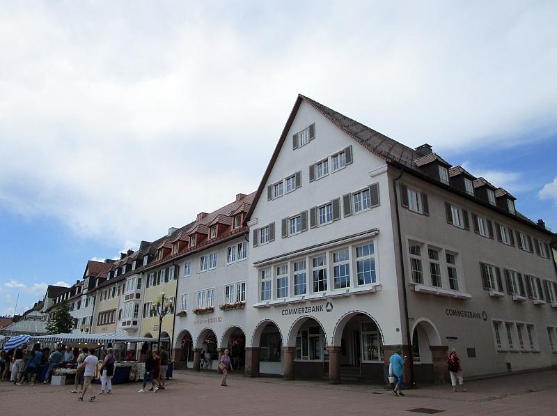 http://www.bahnreiseberichte.de/089-Kinzigtal/89-70Freudenstadt-Laubengaenge.JPG