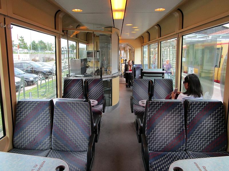 http://www.bahnreiseberichte.de/089-Kinzigtal/89-73AVG-Triebwagen-innen.JPG