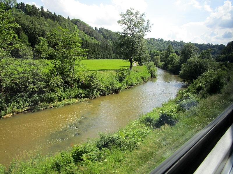 http://www.bahnreiseberichte.de/089-Kinzigtal/89-82Fahrt-Gaeubahn-Neckar.JPG