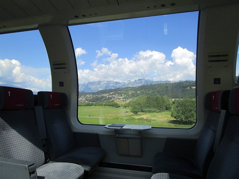 http://www.bahnreiseberichte.de/090-Achensee-Schafberg/90-008Panoramawagen-Rheintal.JPG