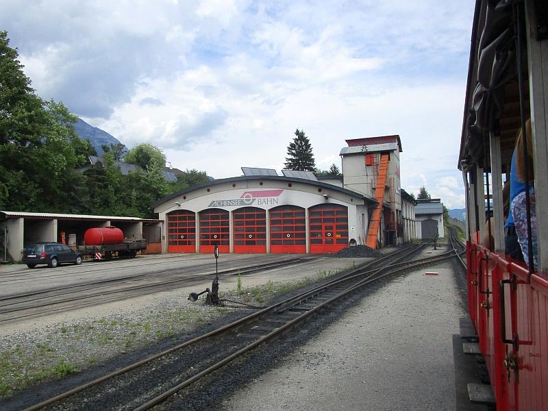 http://www.bahnreiseberichte.de/090-Achensee-Schafberg/90-013Achenseebahn-Remise.JPG