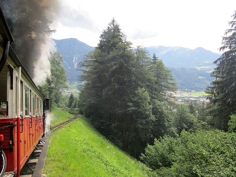 http://www.bahnreiseberichte.de/090-Achensee-Schafberg/90-016Achenseebahn-Bergfahrt.JPG