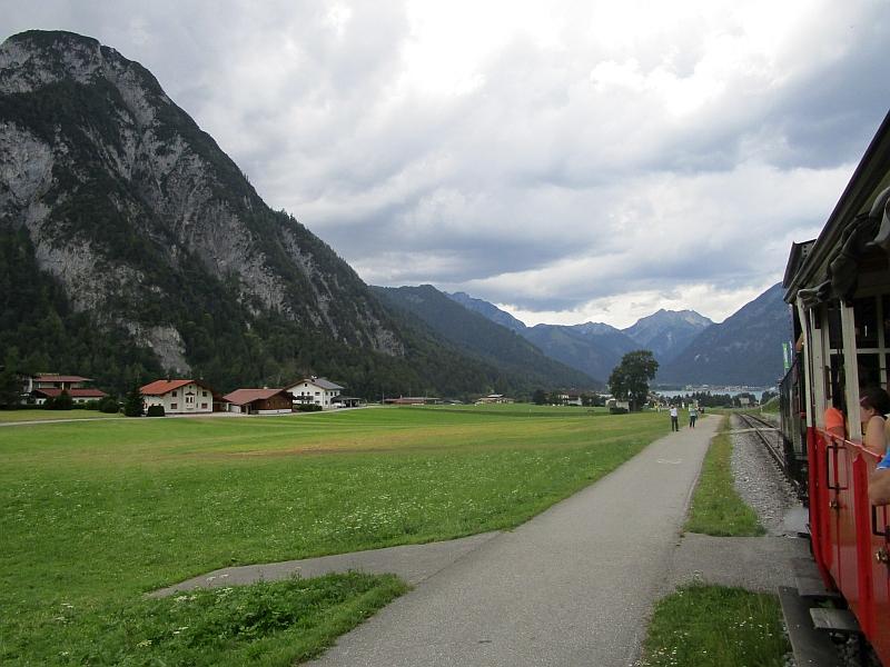 http://www.bahnreiseberichte.de/090-Achensee-Schafberg/90-017Achenseebahn-Bergfahrt.JPG