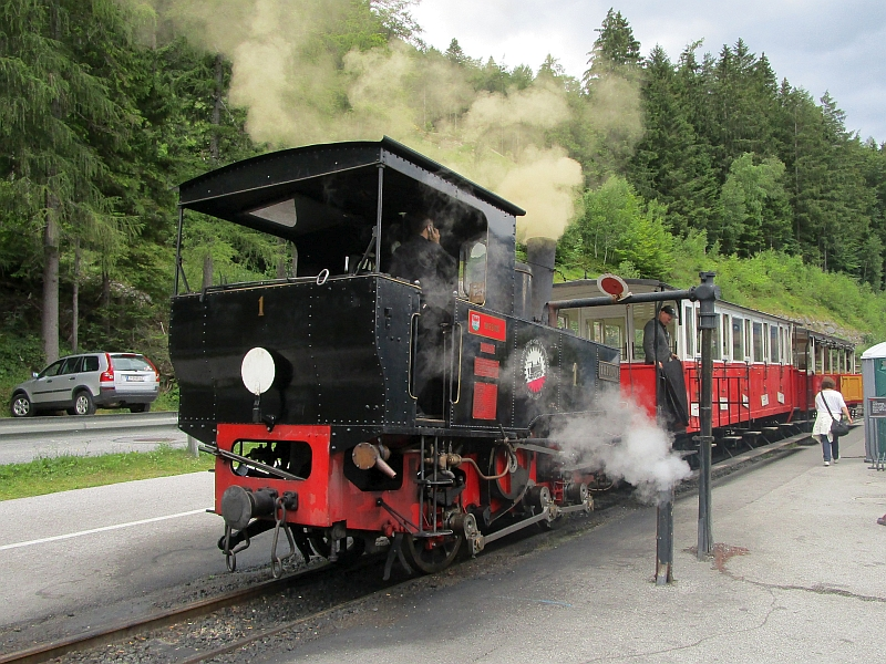 http://www.bahnreiseberichte.de/090-Achensee-Schafberg/90-021Achenseebahn-Lok1.JPG
