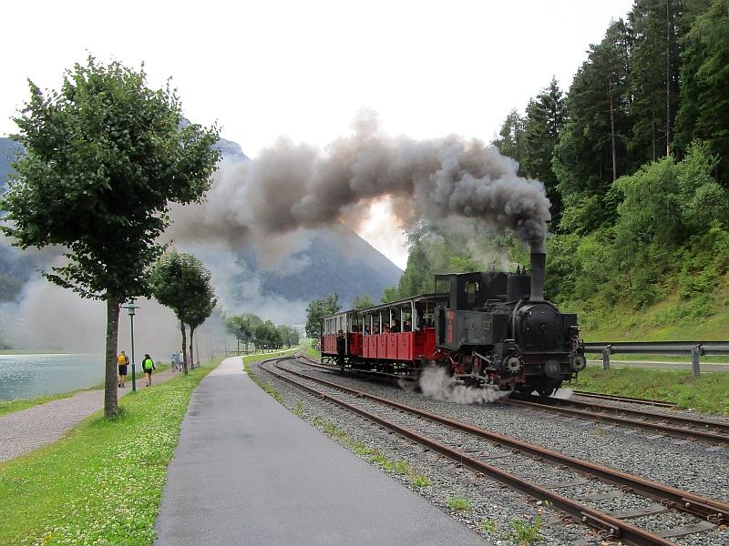 http://www.bahnreiseberichte.de/090-Achensee-Schafberg/90-024Einfahrt-Achenseebahn.JPG