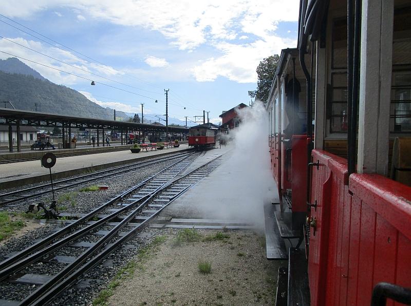 http://www.bahnreiseberichte.de/090-Achensee-Schafberg/90-031Achenseebahn-Einfahrt-Jenbach.JPG