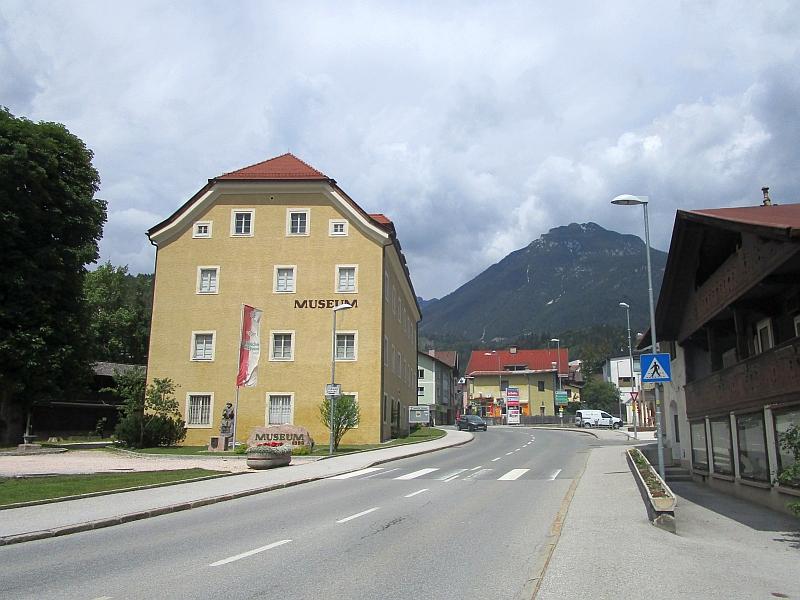 http://www.bahnreiseberichte.de/090-Achensee-Schafberg/90-033Jenbach-Museum.JPG