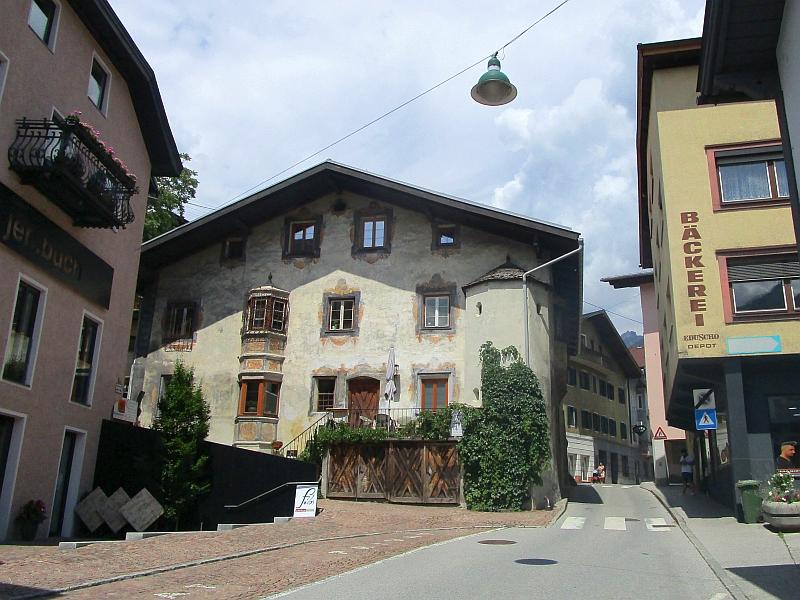 http://www.bahnreiseberichte.de/090-Achensee-Schafberg/90-035Jenbach-Ortskern.JPG