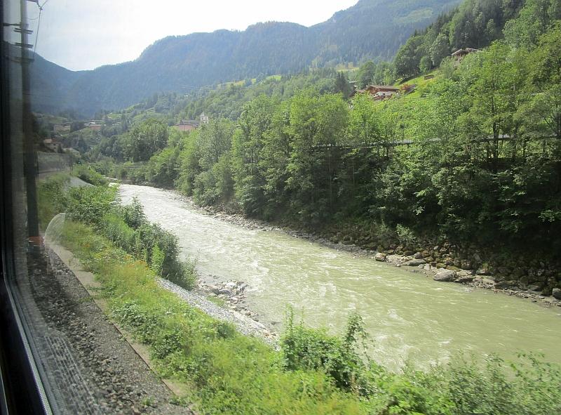 http://www.bahnreiseberichte.de/090-Achensee-Schafberg/90-040Fahrt-Salzach.JPG