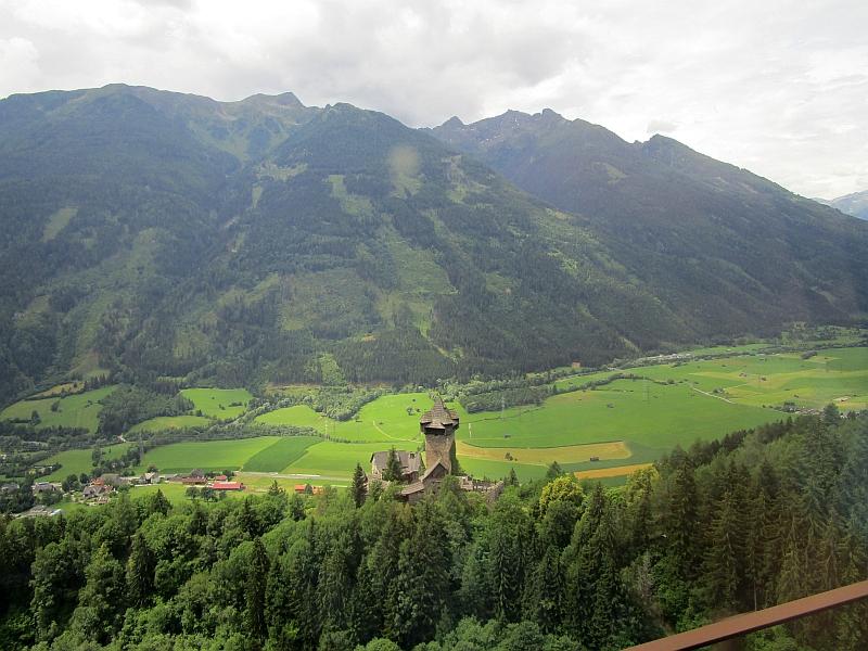 http://www.bahnreiseberichte.de/090-Achensee-Schafberg/90-046Tauernbahn-Burg-Niederfalkenstein.JPG