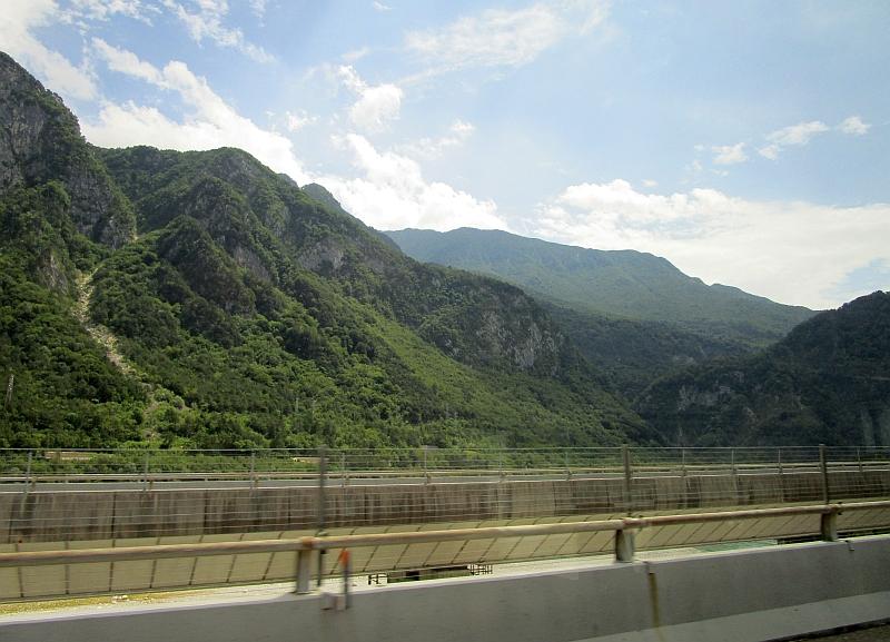 http://www.bahnreiseberichte.de/090-Achensee-Schafberg/90-049Busfahrt-Villach-Udine.JPG